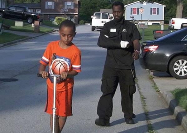 超級父親!被劫車犯拖行千里,只為救下後座的小孩!