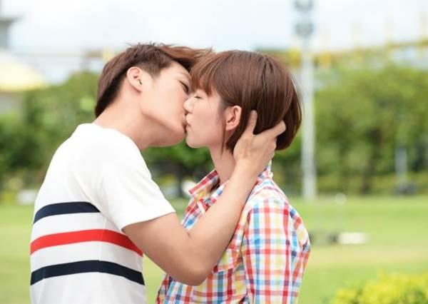 第一次總是最美好最難忘的!年初禮獻--接吻專業戶的螢幕初吻