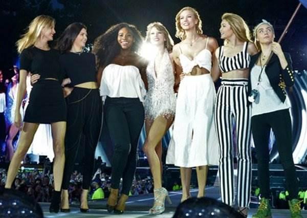 小珍妮佛和搞笑艾美是麻吉!除了泰勒絲名模團,好萊塢還有哪些超級好朋友?
