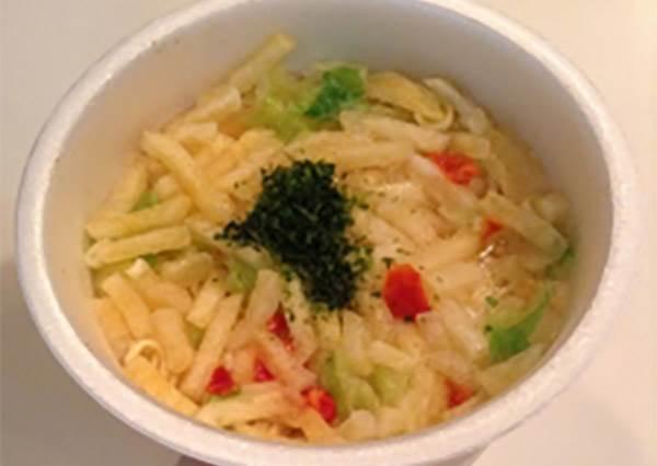 炸薯條口味泡麵?準備這3種零食也能在家重現日本紅即一時的「馬鈴薯海苔杯麵」!