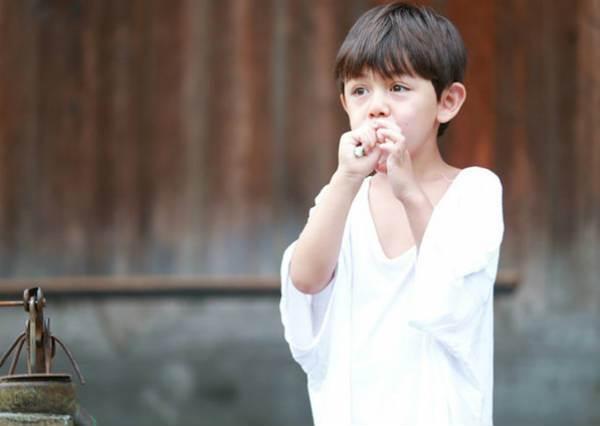 「來~歐爸我幫你擠牙膏」!要是早起都跟歐爸一起刷牙牙,天再冷我也願意爬起來阿!
