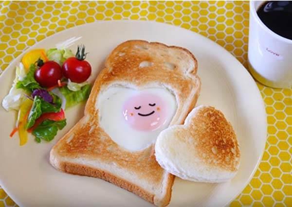 用早餐說我愛你!不翻面也能煎出《愛心太陽嫩蛋吐司》