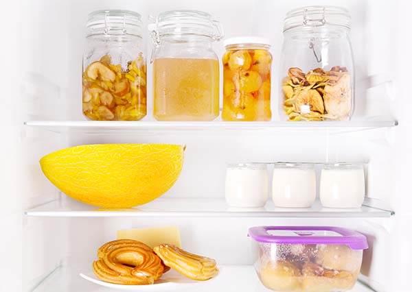 每家每戶都需要!維持冰箱清潔6大秘技,暖暖包竟然有除濕用處?