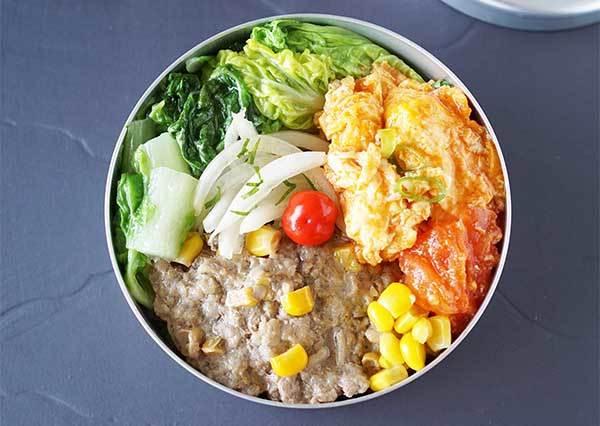 便當菜色沒新靈感?看3步驟食譜跟著做「玉米蒸肉便當」,簡單又快速!