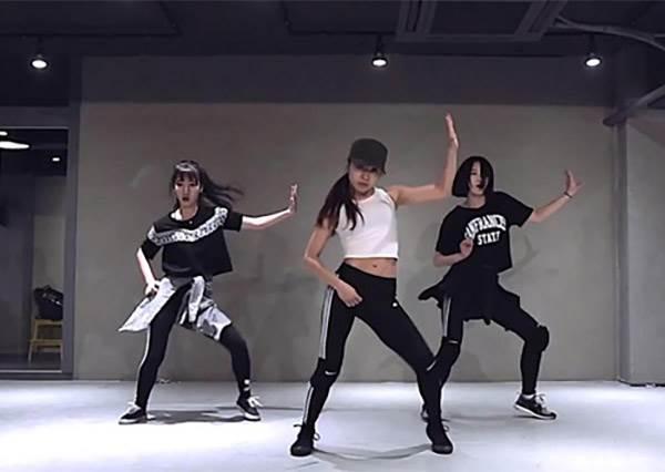 【韓國編舞女神老師May J Lee】會跳舞的女生太迷人 請注意11字肌!! 逼逼逼