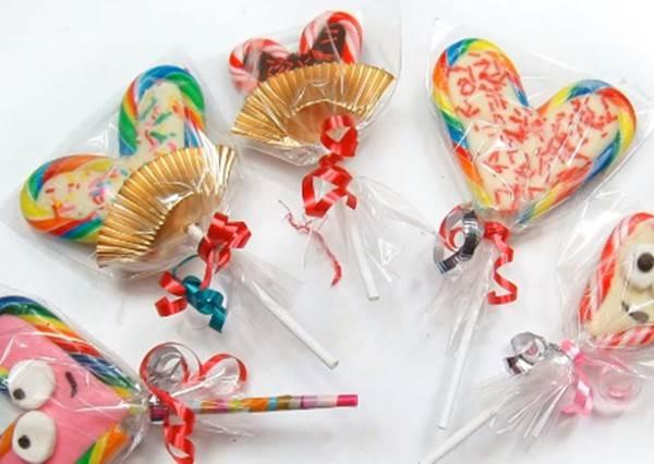 聖誕節沒吃完的拐杖糖加上幾步驟,聰明變身情人節專屬《愛心巧克力棒棒糖》!