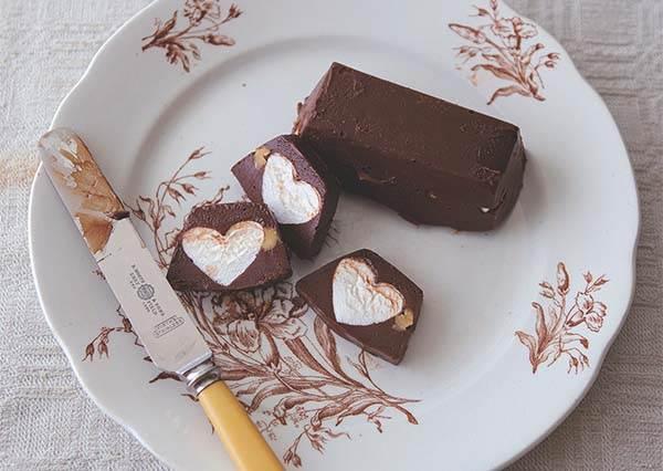 超犯規!內藏愛心形狀的棉花糖巧克力,竟然簡單到跟著食譜作一次就上手!