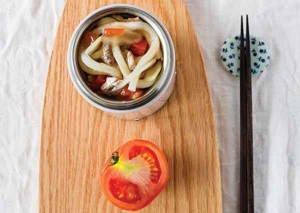 讓人會吃上癮的超濃郁「番茄牛肉麵」!省時省力,帶個罐子也能在外輕鬆做!