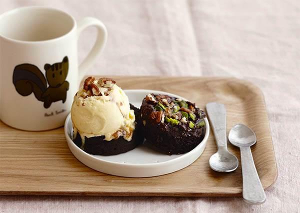 什麼!用馬克杯做布朗尼蛋糕更簡單?完全不搞工,用微波爐就能3步驟輕鬆DIY!