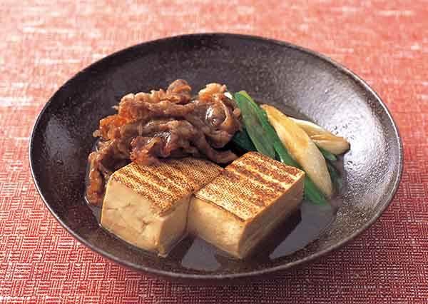 日式料理店才吃得到的好味道!動手DIY牛肉燜豆腐小技巧:豆腐烤過竟然差這麼多?!