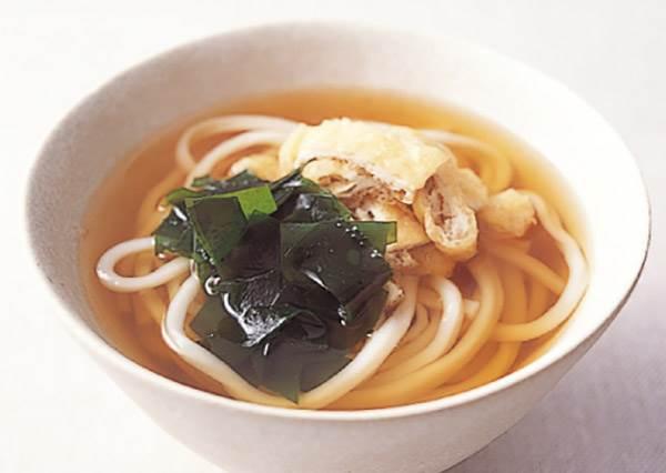 換個配料又是全新的一道!先從基本學作「海帶芽豆皮烏龍麵」,連低年級廚藝生都成功!