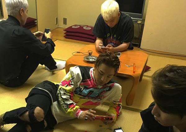 男友視角OUT,現在更流行「偷拍視角」!GD視角揭開BIGBANG私下都「惦惦」的原因竟是…?