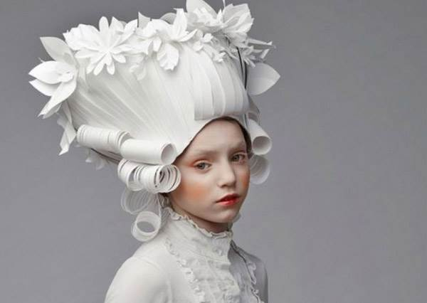 紙藝最高境界!帶上這頭華麗的「紙假髮」與姊妹來場凡爾賽下午茶吧!