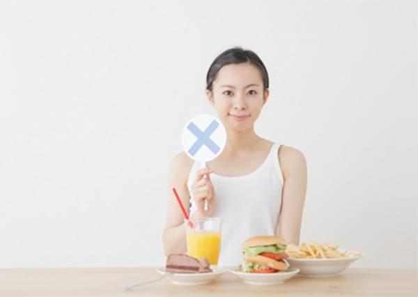 常在早上吃的那項食物,晚上吃美容效果會更好?!愛吃優格的人要注意了...