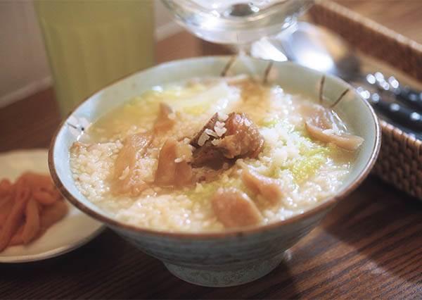 一點都不違和!台南這間Bruch店裡的鹹粥,竟然是香港煲湯+台灣這個小吃mix的結果!