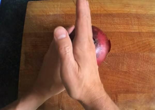 比五星級主廚還厲害!虛勢廚神一定要學會的7種切洋蔥法