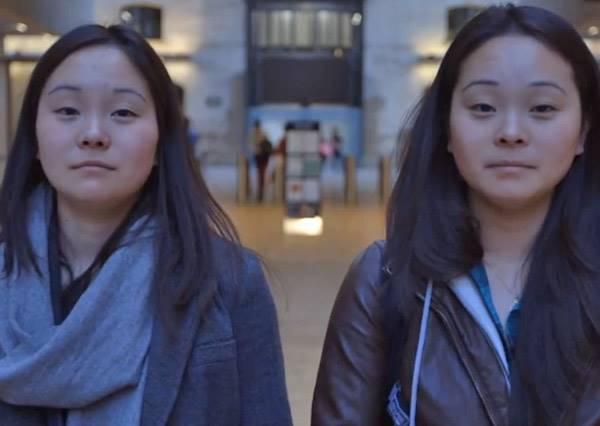 電影<天生一對>真實上演!分隔地球兩端的韓國雙胞胎姊妹花直到25歲才找到另一個自己~