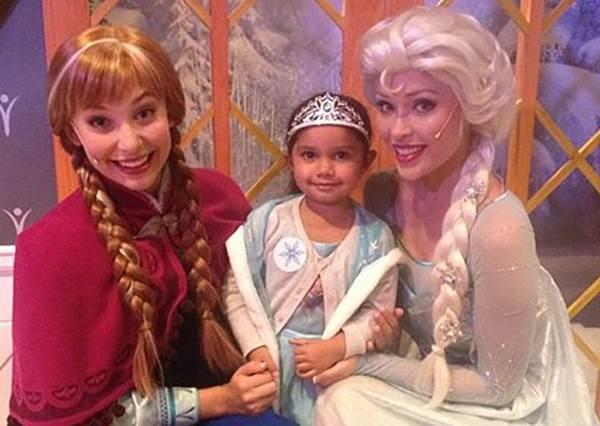 LET IT GO~冰雪女王愛紗提醒被種族歧視的3歲小女孩勇敢做自己!