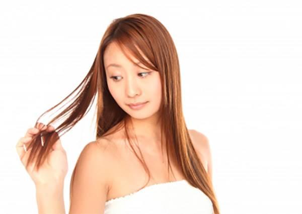 《冷水vs.熱水洗髮》選對水溫,不用洗髮精就能有烏黑亮麗的健康頭髮呦!