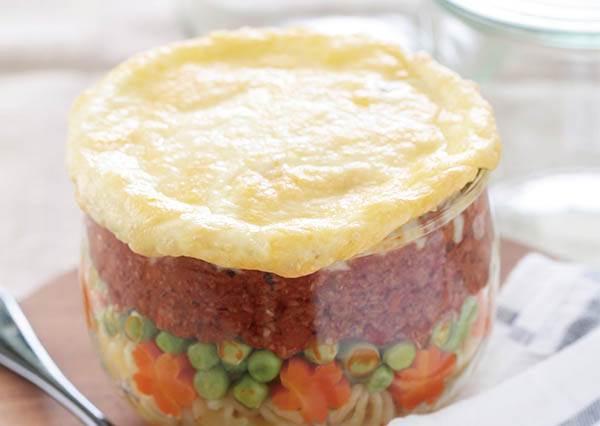 用玻璃罐來裝烤完直接當便當!不只外觀連味道也充滿層次感的《焗烤義式肉醬螺旋麵》這樣做