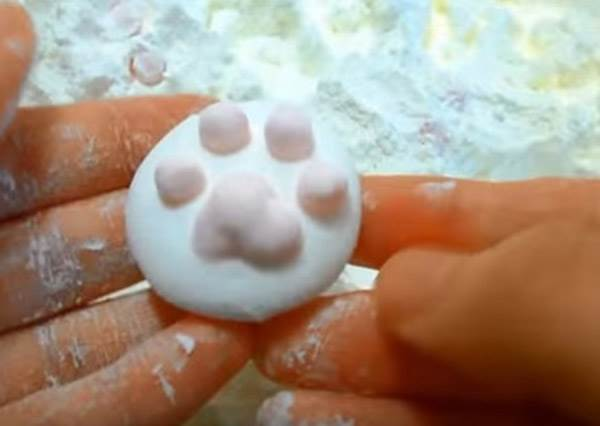 貓奴們請注意! 誰說肉球棉花糖只能在日本買? 自己在家也能做出來~