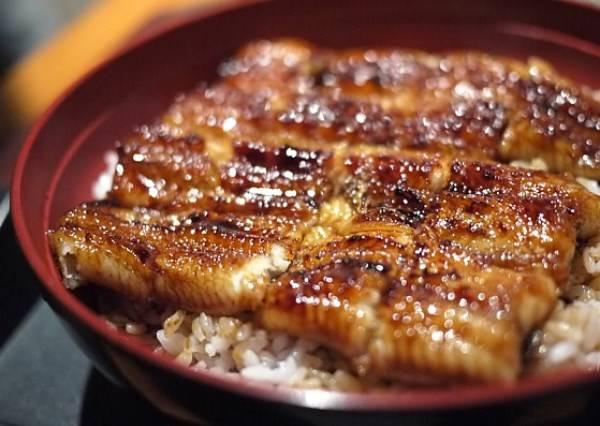 鹹甜好滋味化在嘴裡 夏天到了就是要吃鰻魚飯!