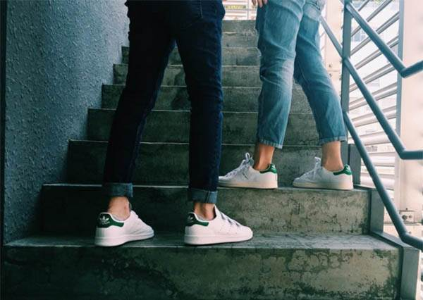 白色運動鞋高燒ING!「時髦+腿長」才是唯一指標、經典到可以穿十年的小白鞋TOP3盤點!