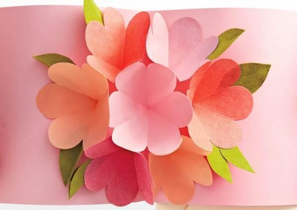 只要按照順序黏好,用最簡單的方法做出最應景的「立體開花卡」!