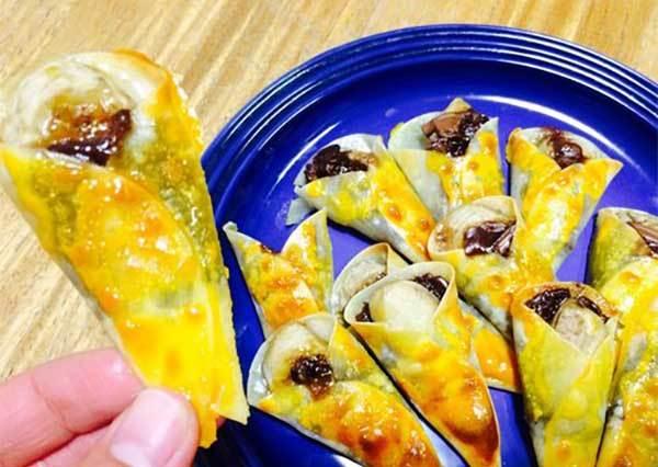 用餃子皮做「迷你巧克力香蕉可麗餅」!尤其放一段時間後也能維持酥脆口感的小秘訣,一定要學會!