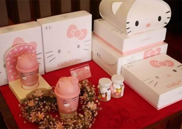 【韓國推出Hello kitty 咖啡杯 !Hello Kitty這隻貓的業務真的好繁忙~】 太可愛了啦~不買一杯怎麼行呢 ?