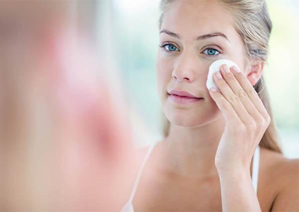 化妝水用化妝棉擦可能會有反效果?!正確使用方法你真的知道嗎?