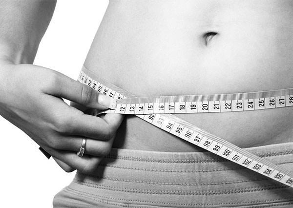 隨處可做的「凸小腹」減肥法!動作不花俏、不佔空間,也是可以這樣簡單可以瘦!