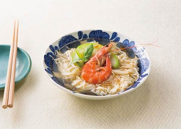 又到了走路就會流汗的季節? 3步驟完成「絲瓜鮮蝦麵線」,保證鮮甜又開胃!