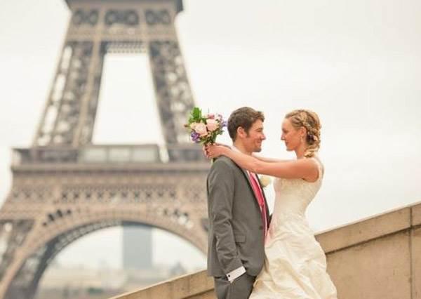 婚禮不再一生一次!這對情侶一個月內結8次婚,而且還在不同的國家!
