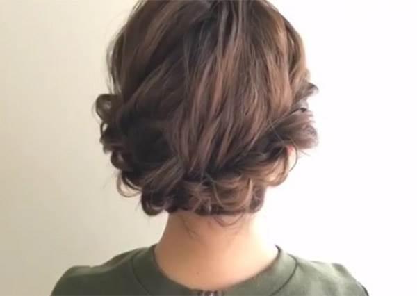 編髮其實一點也不難!這款會綁辮子就能完成的可愛麻花盤頭,讓魅力值瞬間滿點!