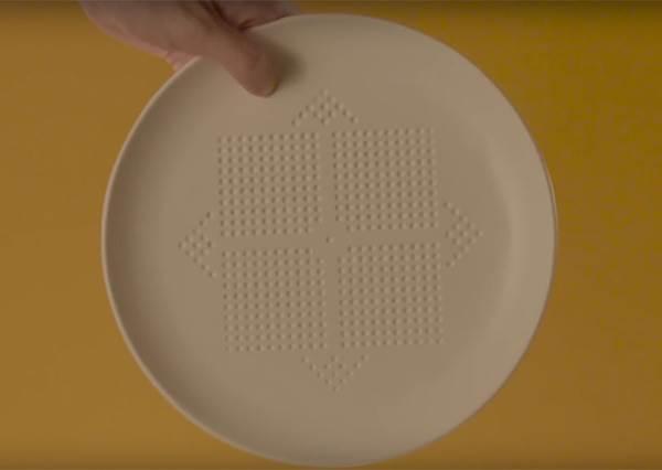 以為這個盤子上的小洞只是好看嗎? 知道功效後,減肥中的你絕對會想買一箱回家放