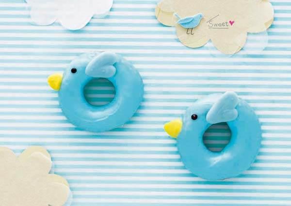 充滿童話感的「青鳥甜甜圈」也能自己在家做,原來鳥嘴造型這麼簡單就完成!?