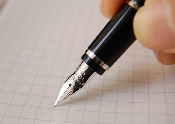 明明很常用,但怎麼寫都不好看! 想練出漂亮的「我」,這基本筆畫你不能不知道