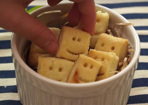 2步驟+小烤箱輕鬆自製「微笑方塊餅乾」,看似簡單到極致卻又莫名有療癒感!