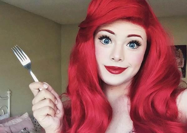 這是安海瑟薇要接演《美女與野獸2》嗎?扮迪士尼公主很美不稀奇,這位玩家卸妝後的美貌意外走紅!
