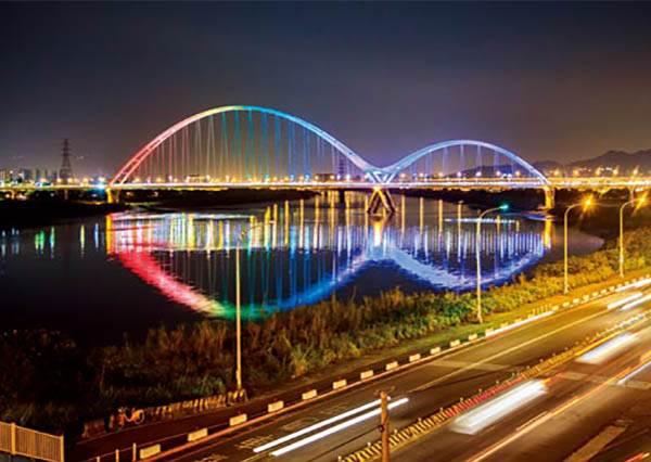 單車族私房6條新路線!最後一條可以輕鬆上下橋,還有七彩燈光秀可看,完全大推!
