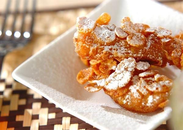 「酥炸香蕉」也能在家自己作!只要沾滿玉米片,美味程度至少4顆星