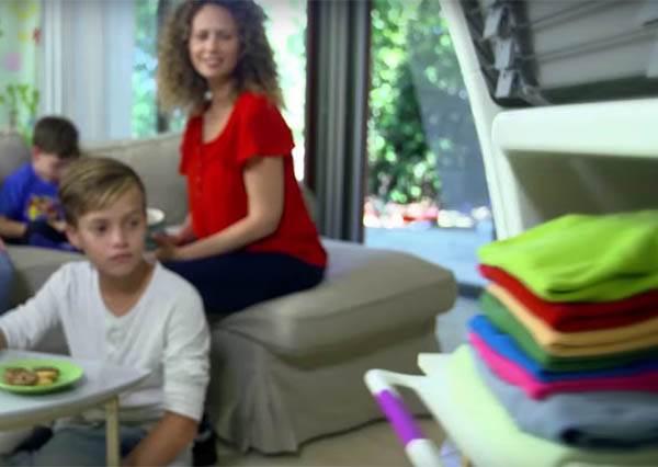 懶得整理衣服? 這台「自動摺衣機」摺好、燙平衣服30秒搞定!