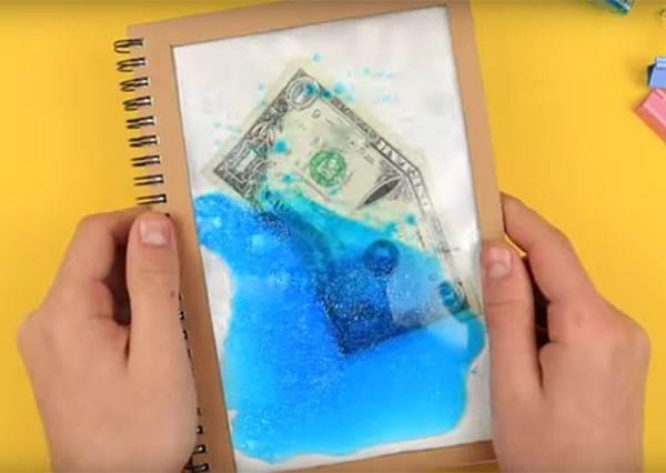 想放什麼都可以!創意《流動筆記本封面袋》DIY,像海洋般清涼卻不會沾濕內頁!?