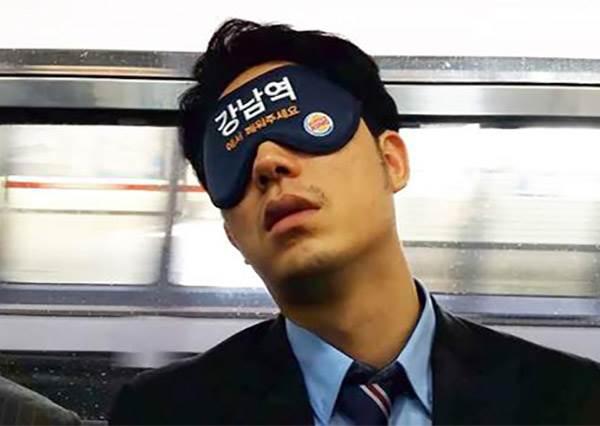 【再也不怕睡過頭!韓國BUTTER開發通車眼罩】要是還是沒有人叫醒怎麼辦…突然覺得有點心酸!