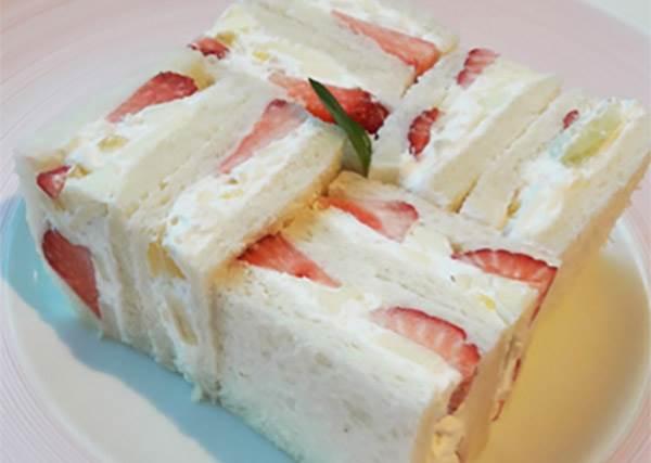 不注意就會錯過的涉谷甜點名店!除了人氣水果聖代,但內行的還會點這道水果三明治?