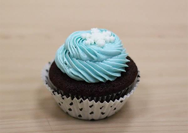 甜點界的Tiffany! DIY《雪花杯子蛋糕》,光用眼睛看就覺得透心涼~