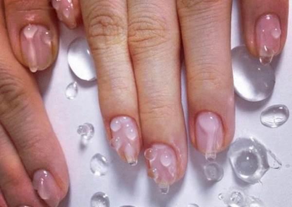 不說以為手沒擦乾!夏日最夯的「水滴指彩」,讓你連指尖都一起透心涼~