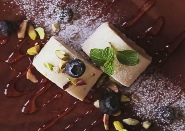 誰說做甜點都要打到手痠? 一鈕搞定的免烤版《香蕉優格蛋糕》,絕對是懶人最佳食譜!