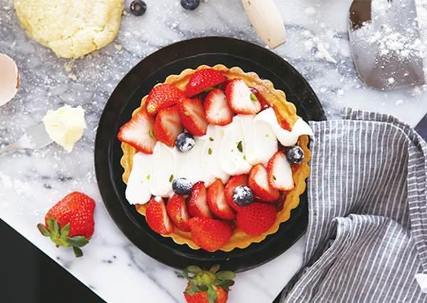 自製《草莓塔》也想發出誘人光澤? 最後關鍵步驟不只能bling bling,更能防止水果氧化變黃!